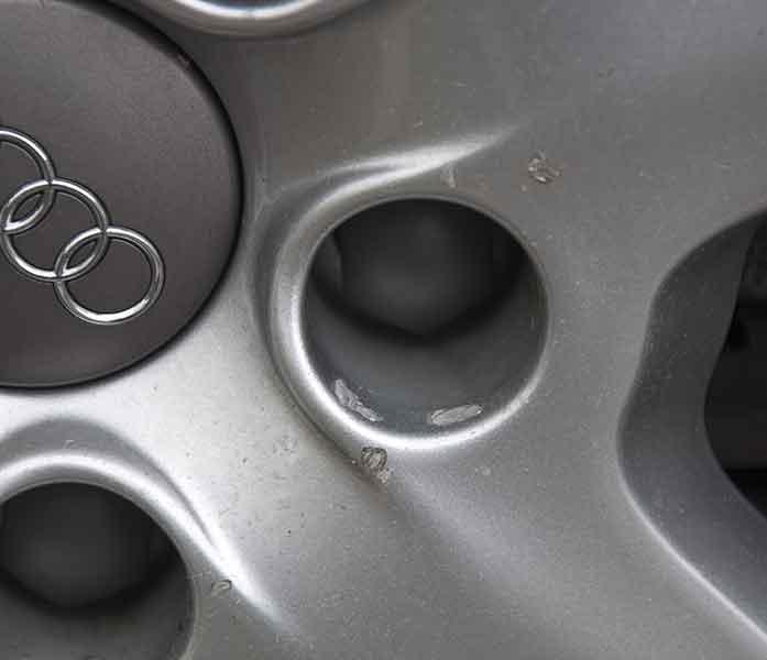 Jantes abim es suite changement de pneus trains for Garage changement de pneu