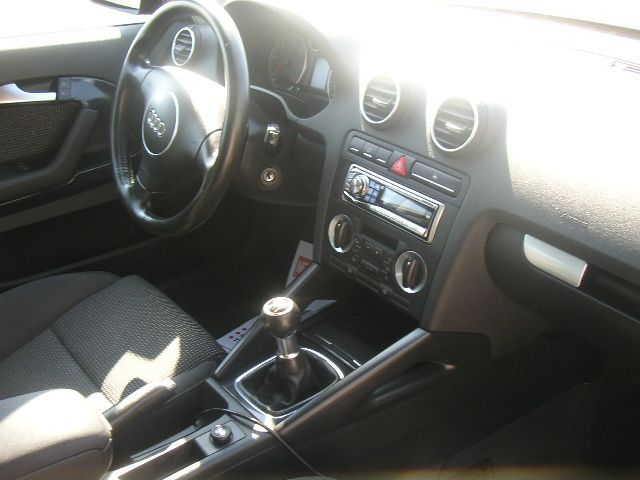 montage volant a3 nouveau model sur audi a3 de 2004 accessoires int rieur forum audi a3 8p 8v. Black Bedroom Furniture Sets. Home Design Ideas